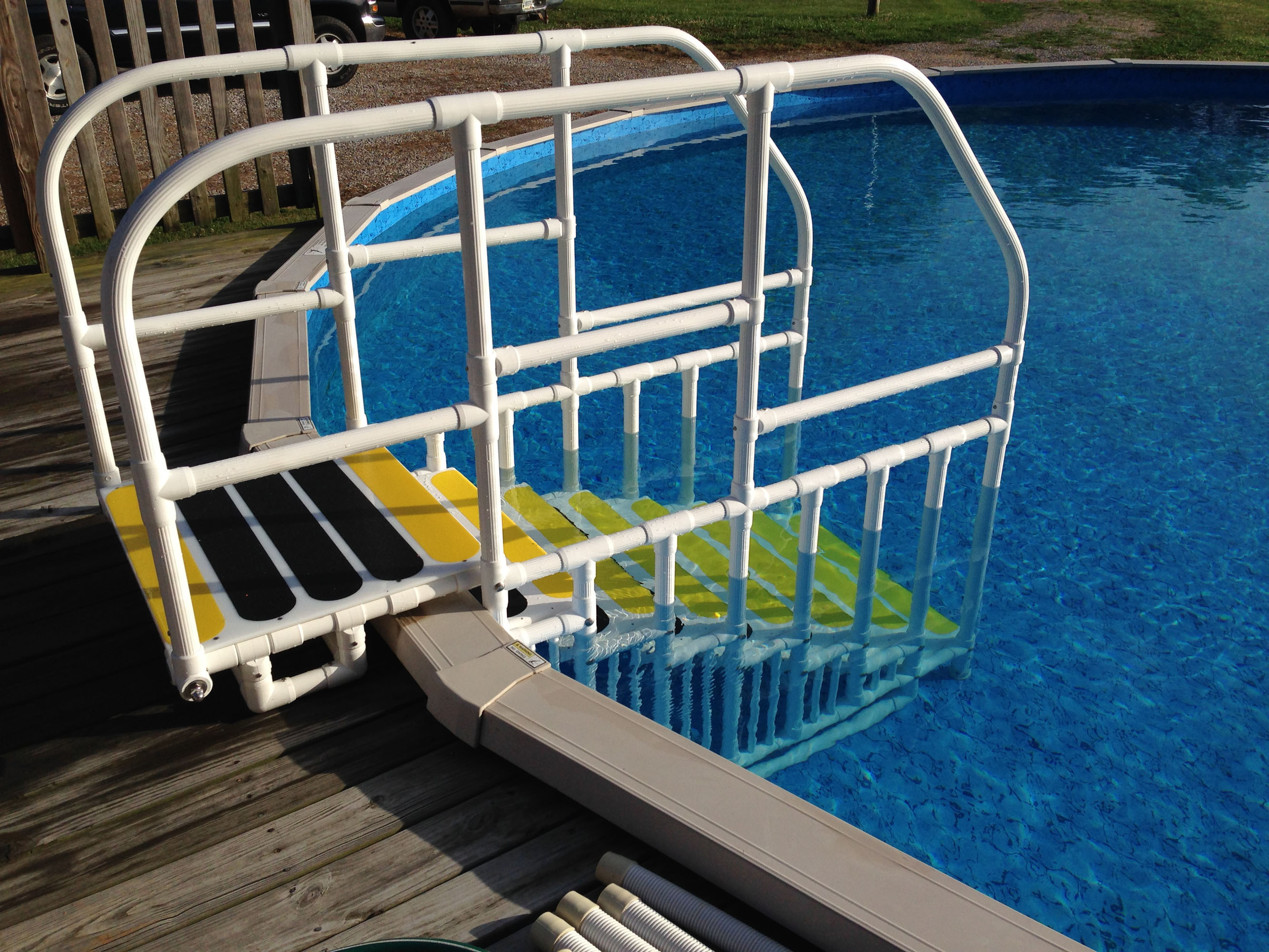 pool ladder above ground pool
